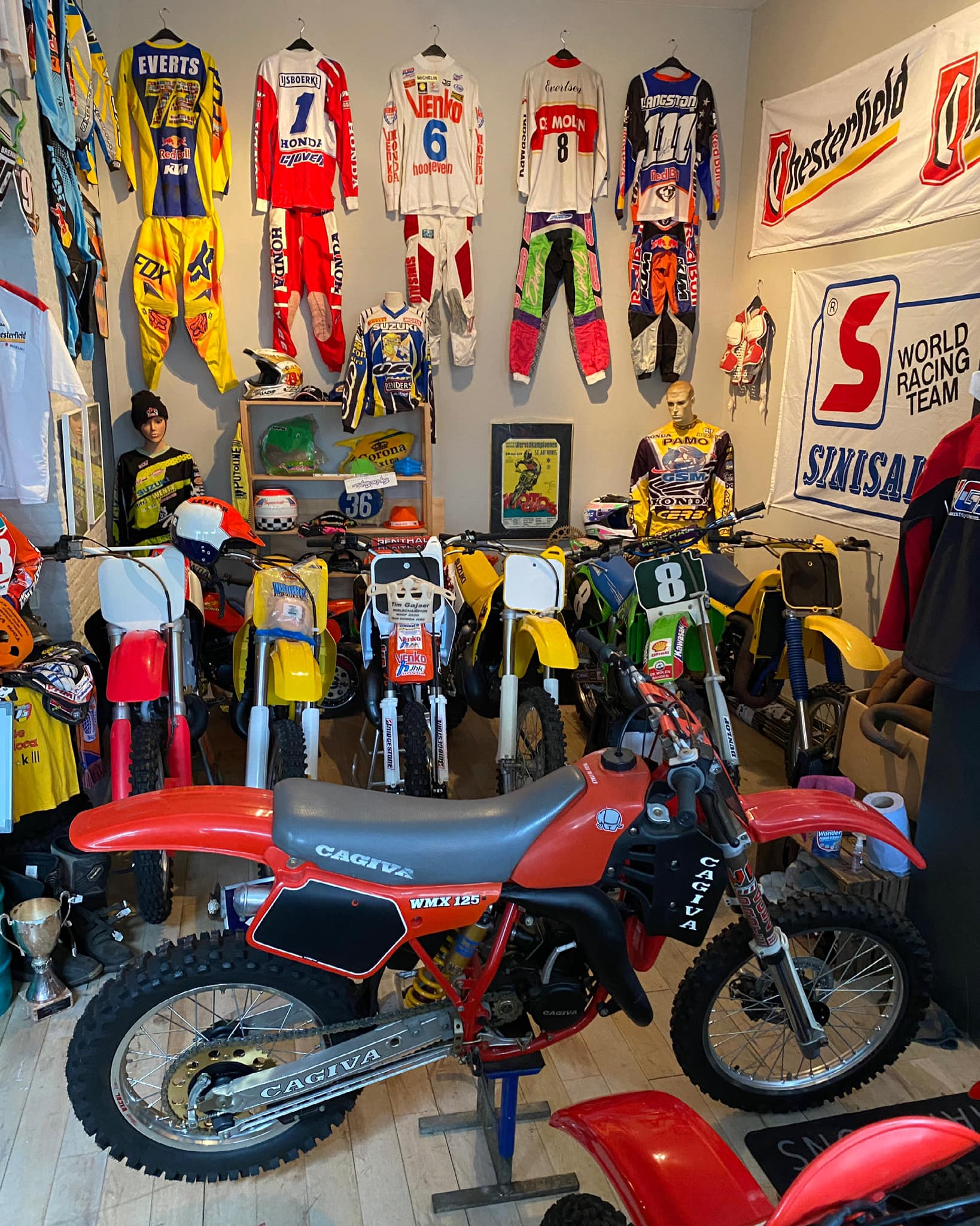 S01E07: MX World Collector Leon over zijn motorcrossmuseum
